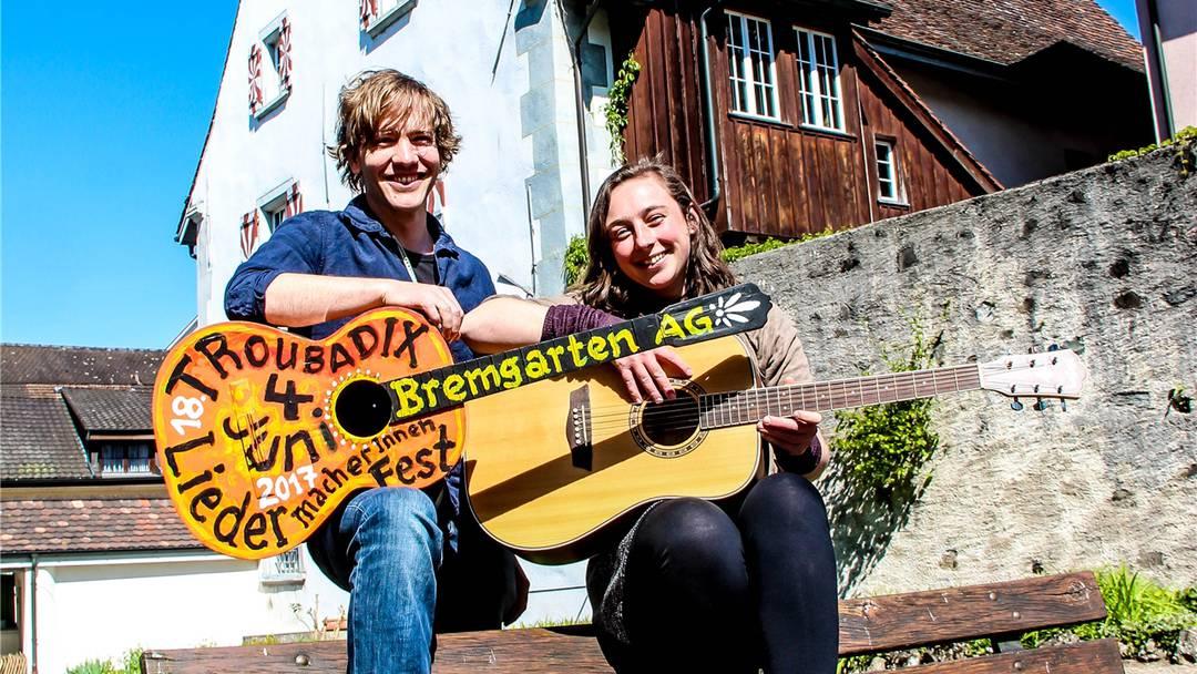 Die beiden Liedermacher Julia Costa und Nick Spalinger freuen sich aufs Troubadix, das Aargauer LiedermacherInnen-Festival, das am 4. Juni nach Bremgarten kommt.