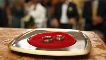 Bei der Heirat hatte der Mann bereits eine Freundin. (Symbolbild)