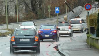 Laut der Initiative müsste auch an der Birseckstrasse in Arlesheim auf beiden Seiten ein Velostreifen aufgemalt und das Tempo reduziert werden.