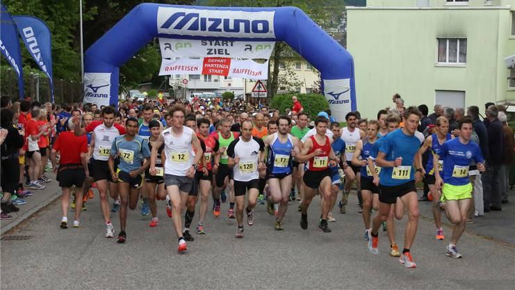 Den Startschuss zur Jura-Top-Tour bot der Tüfelsschluchtlauf. hr. aeschbacher