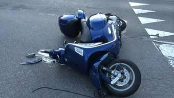 Der Rollerfahrer musste nach dem Unfall mit mittelschweren Verletzungen ins Spital gebracht werden. (Symbolbild)