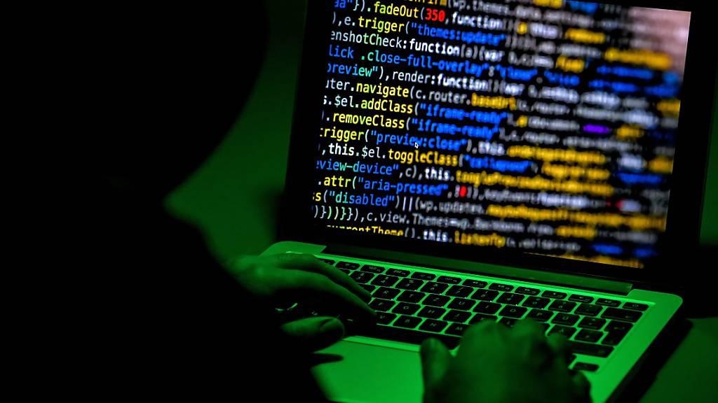 Der Vergleichsdienst Comparis wurde Opfer von Cyberkriminellen (Symbolbild).