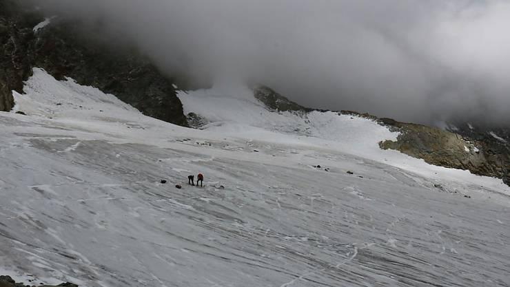 Zwei Alpinisten stiessen am 25. Juli auf dem Hohlaubgletscher im Wallis auf die menschlichen Überreste eines seit dreissig Jahren vermissten deutschen Bergwanderers.