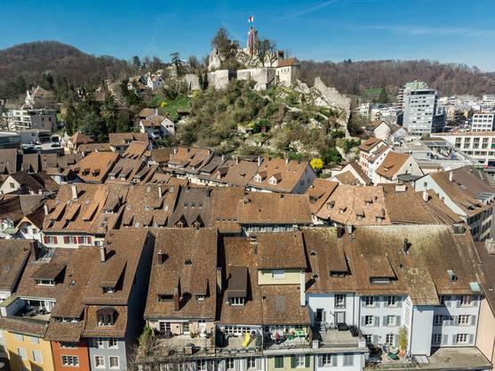 Geschichtsträchtig aber doch modern: Das soll Baden bleiben und werden. Hoch über der Altstadt weht die Badener Fahne auf der Schlossruine Stein.
