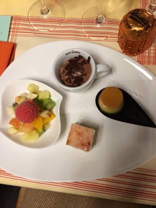 Nach zügig geleiteter GV durch Präsidentin Annalise Walser erwartet uns ein feines Nachtessen mit Dessert wie aus dem Schlaraffenland.