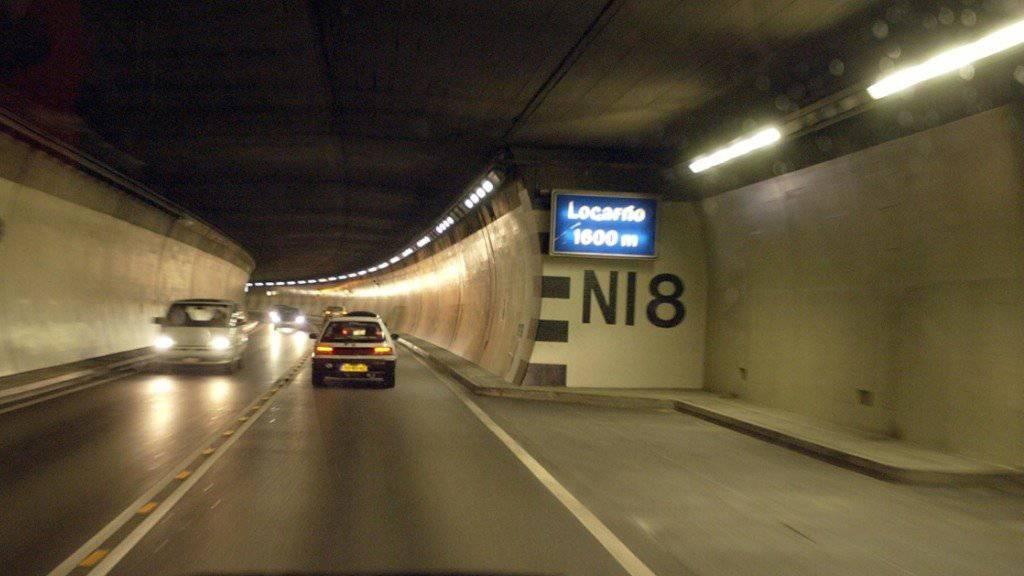 Auto prallt bei Locarno in Tunnelnische