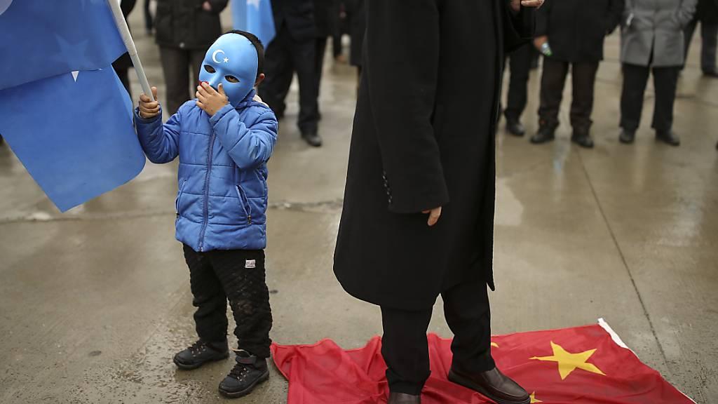 Chinesischer Aussenminister besucht Türkei - Protest von Uiguren