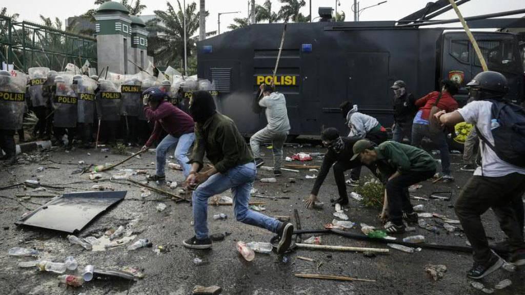 Mehr als 300 Verletzte bei Auseinandersetzungen in Jakarta