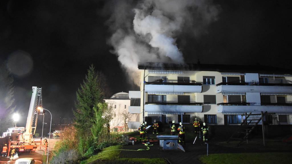 Sieben Personen nach Wohnungsbrand im Spital
