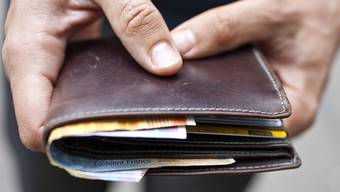 Dem Rentner wurde das Portemonnaie gestohlen. (Symbolbild)