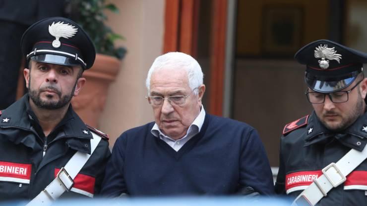 Ab hinter Gitter: Der 80-jährige neue Boss der sizilianischen Mafia Cosa Nostra nach seiner Verhaftung in Palermo.