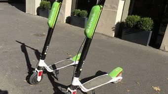 Lime zieht über 500 E-Trottinetts in Zürich und Basel aus dem Verkehr und überprüft die Software. Grund sind einzelne Fälle von technischen Schwierigkeiten beim Bremsen. (Themenbild)