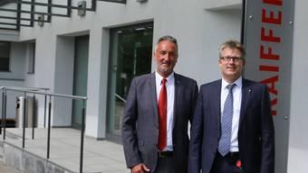 Treiben die Modernisierung der Raiffeisenbank Regio Frick voran: Daniel Heutschi (links), Mitglied der Bankleitung, und Marc Jäger, Vorsitzender der Bankleitung.