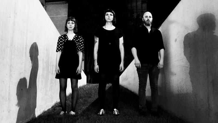 Bricht Blockaden auf: Das Basler Trio Asbest, mit Judith Breitinger, Robyn Trachsel und Jonas Häne.
