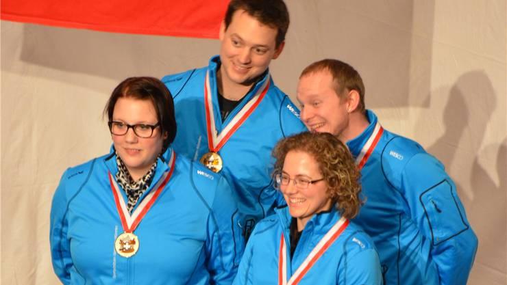 Gewinnen Bronze: Sibylle Pfiffner, Sandra Mäder-Stucki (vorne, v. l.), Thomas Wüest und Patric Wildi (hinten, v.l.)