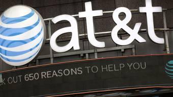 Der US-Telekomkonzern AT&T hat zwar im abgelaufenen Geschäftsquartal deutlich mehr verdient - die Einnahmen gingen hingegen leicht zurück. (Archivbild)