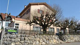 Die Obermumpferinnen und Obermumpfer wird es freuen: Das «Rössli», das letzte Restaurant im Dorf, soll saniert und danach wieder eröffnet werden. Nadine Böni