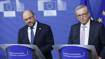 Sie sehen noch kein Ende der EU-Krise: EU-Parlamentspräsident Martin Schulz (links) und EU-Kommissionspräsident Jean-Claude Juncker. (Archiv)