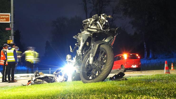 Der 18-jährige  Motorradfahrer verstarb noch auf der Unfallstelle.