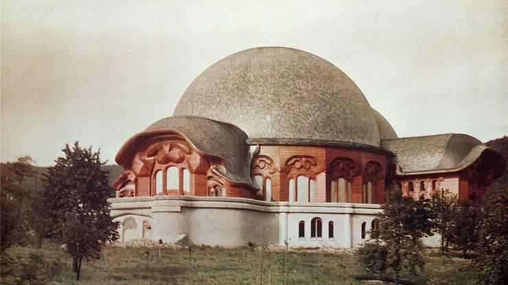Wirkte wie aus Stein, war aber aus Holz und Gips: Das erste Goetheanum existierte nur zwei Jahre, von 1920 bis 1922.