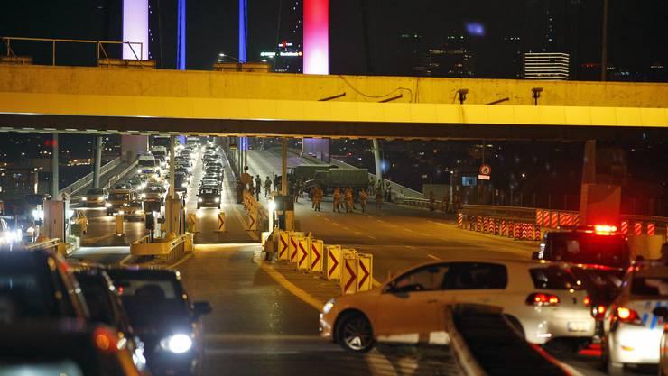Die Nacht des Putschversuches vom 15. auf den 16. Juli 2016: Eine der Bosporus-Brücken wurde teilweise gesperrt.