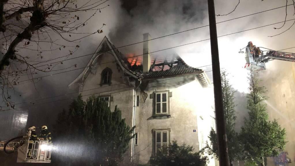 In einem leerstehenden Gebäude in der Stadt Freiburg ist es in der Nacht auf Freitag aus vorerst ungeklärten Gründen zu einem Brand gekommen.