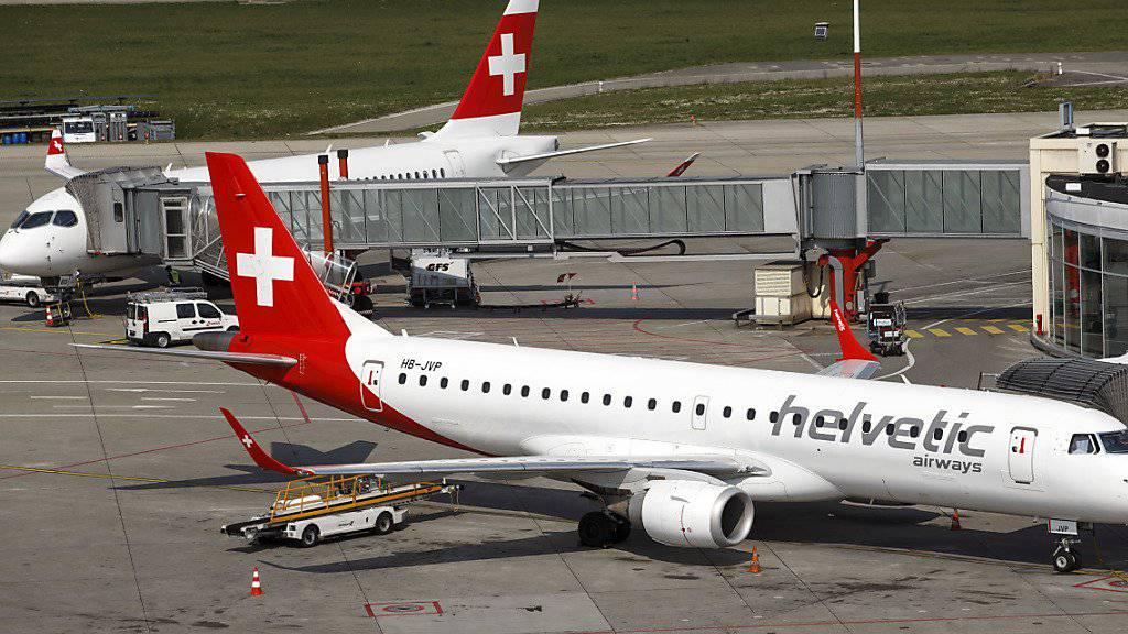 Die Fluggesellschaft Swiss wird ab 2019 mehr Flüge mit Flugzeugen der Helvetic Airways durchführen. (Archiv)