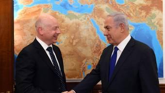 US-Nahost-Berater Jason Greenblatt (links) und Israels Premierminister Benjamin Netanjahu. (Archivbild)