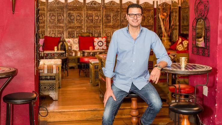 Wirt Abdel Chariak legt grossen Wert auf die Dekoration in seinem Lokal.