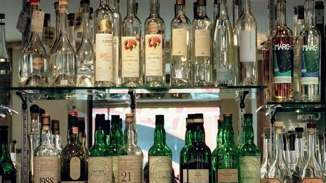 Sogar eine Bar mit Import-Spirituosen soll es in dem Knast gegeben haben (Symbolbild)