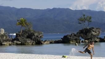 """Das Reisemagazin """"Condé Nest Traveler"""" hatte Boracay zur schönsten Insel der Welt gekürt."""