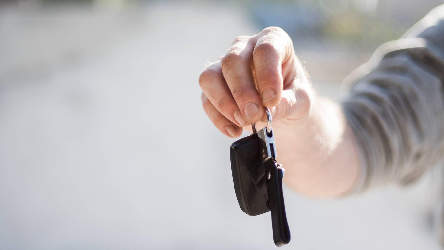 Schweizer verschulden sich häufig für Autos