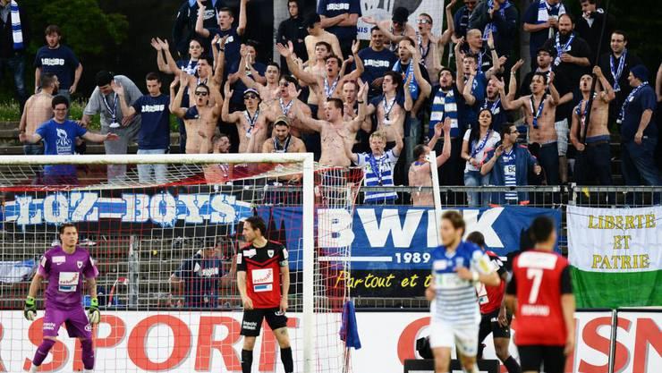 Die mitgereisten Lausanner Fans jubeln.