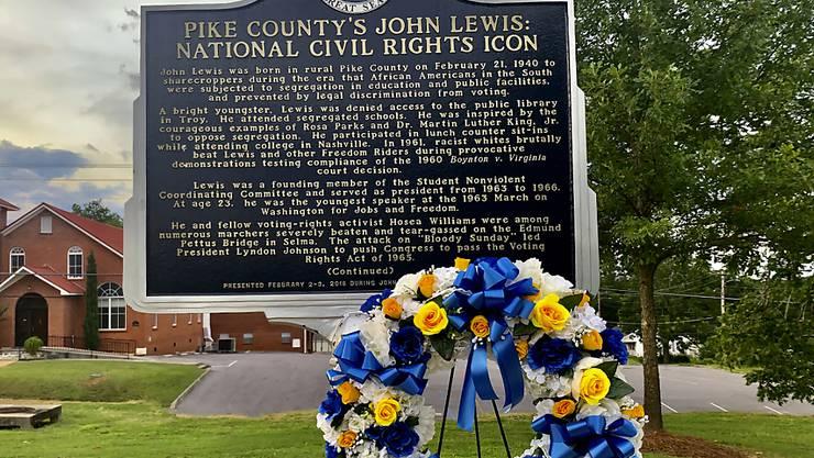 In Troy im US-Bundesstaat Alabama haben am Samstagabend (Ortszeit) die Trauerfeierlichkeiten für den verstorbenen Bürgerrechtler John Lewis begonnen.