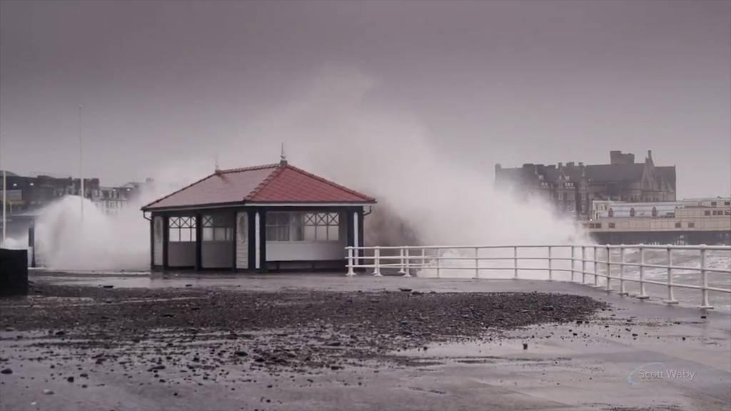 Sturm «Sabine» setzt England unter Wasser