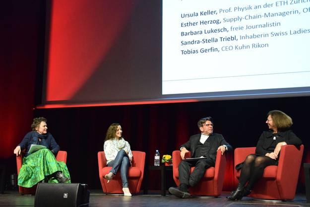 Gut gelaunt sind die Podiumsteilnehmer (von links) Barbara Lukesch, Sandra-Stella Triebl, Stephan Klapproth und Ursula Keller