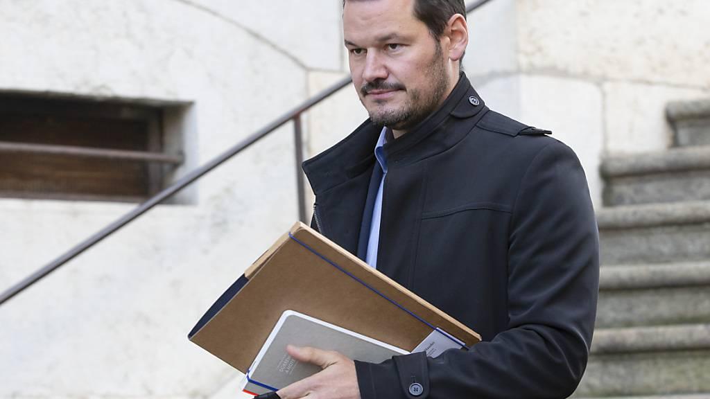 Der Genfer Ex-Staatsrat Pierre Maudet verlässt das Berufungsgericht nach dem zweiten Verhandlungstag.