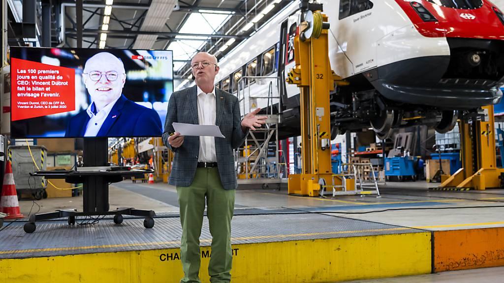 Kritische Zwischenbilanz nach 100 Tagen: SBB-Chef Vincent Ducrot vor einem ICN in den Werkstätten von Yverdon.