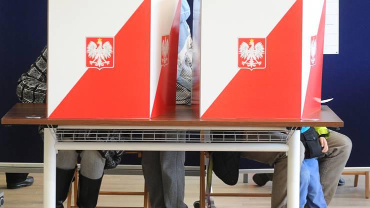 Die PiS regiert seit den letzten Wahlen mit absoluter Mehrheit. Nun wollen die zwei grössten Oppositionsparteien bei den Regionalwahlen zusammenspannen, um die Macht der PiS zu brechen.