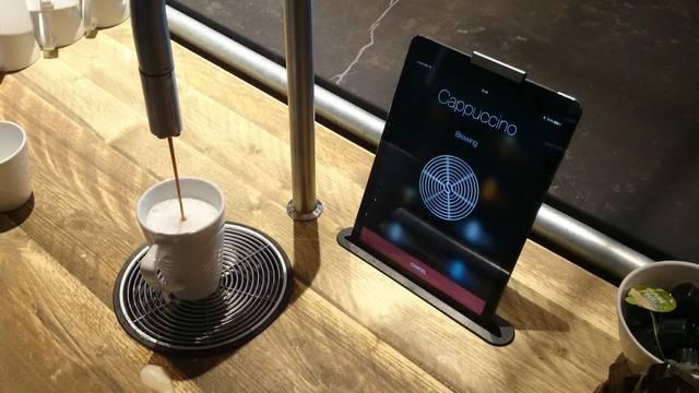 Das Tablet macht den Cappuccino ...