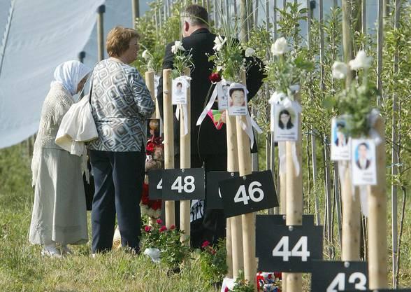 Angehörige der Opfer trauern an der sogenannten Hauptabsturzstelle