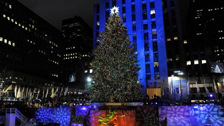Der Christbaum auf dem Times Square in New York gehört zu den berühmtesten. Das EInschalten seiner Lichter ist lockt Tausende Besucher an.