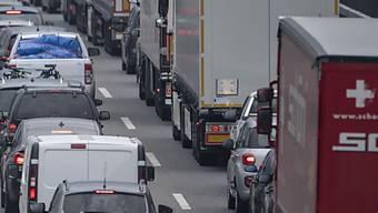 Der Linke Fahrstreifen der A1 zwischen Aarau-West und Aarau-Ost ist blockiert.