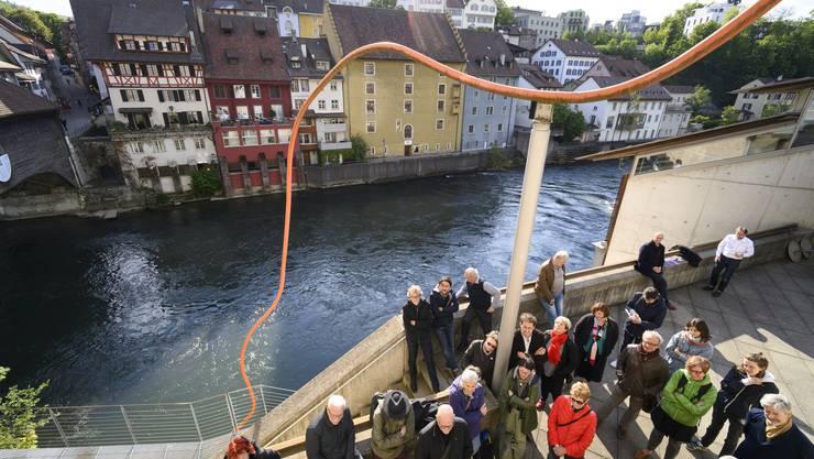 """Werkbetrachtung von Eric Hattans """"Eingriff"""", genannt """"Spaghetti"""" vor dem Historischen Museum, 14. Mai 2019."""
