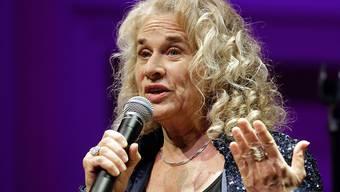 """Die US-Sängerin Carole King hat ihren Song """"So far away"""" vor dem Hintergrund der Coronakrise leicht abgeändert. Er soll allen Mitbürgerinnen und Mitbürgern, die zu Hause bleiben müssen, aufmuntern. (Archivbild)"""