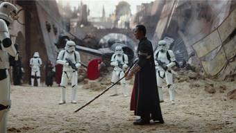 «Wie ein Kriegsfilm»: Disneys Führungsetage wünscht sich für «Rogue One» mehr Lockerheit – und hat deshalb mehrwöchige Nachdrehs angeordnet. Disney