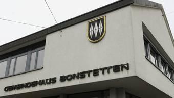Blick auf das Gemeindehaus von Bonstetten. (Symbolbild)