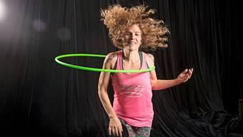 Die Hombrechtikonerin Andeli Zumbühl-Baur ist mit dem Hula-Hoop gerne im Flow.