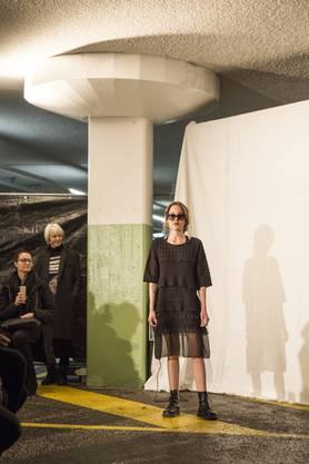 Anlässlich des 30-Jahr-Jubiläums hat das Modegeschäft Oliverio in der Tunnelgarage in Baden eine Modeschau organisiert. Das Geschäft wird seit 30 Jahren von denInhabern Yolanda und Pino Oliverio geführt.