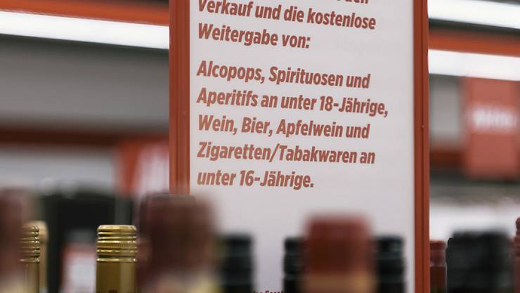 Nicht nur Minderjährige, sondern auch Schwangere sollten auf Alkohol verzichten, rät die Stiftung Sucht Schweiz. (Themenbild)